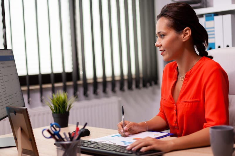 businesswoman managerexecutive planing sales prese FZL539A
